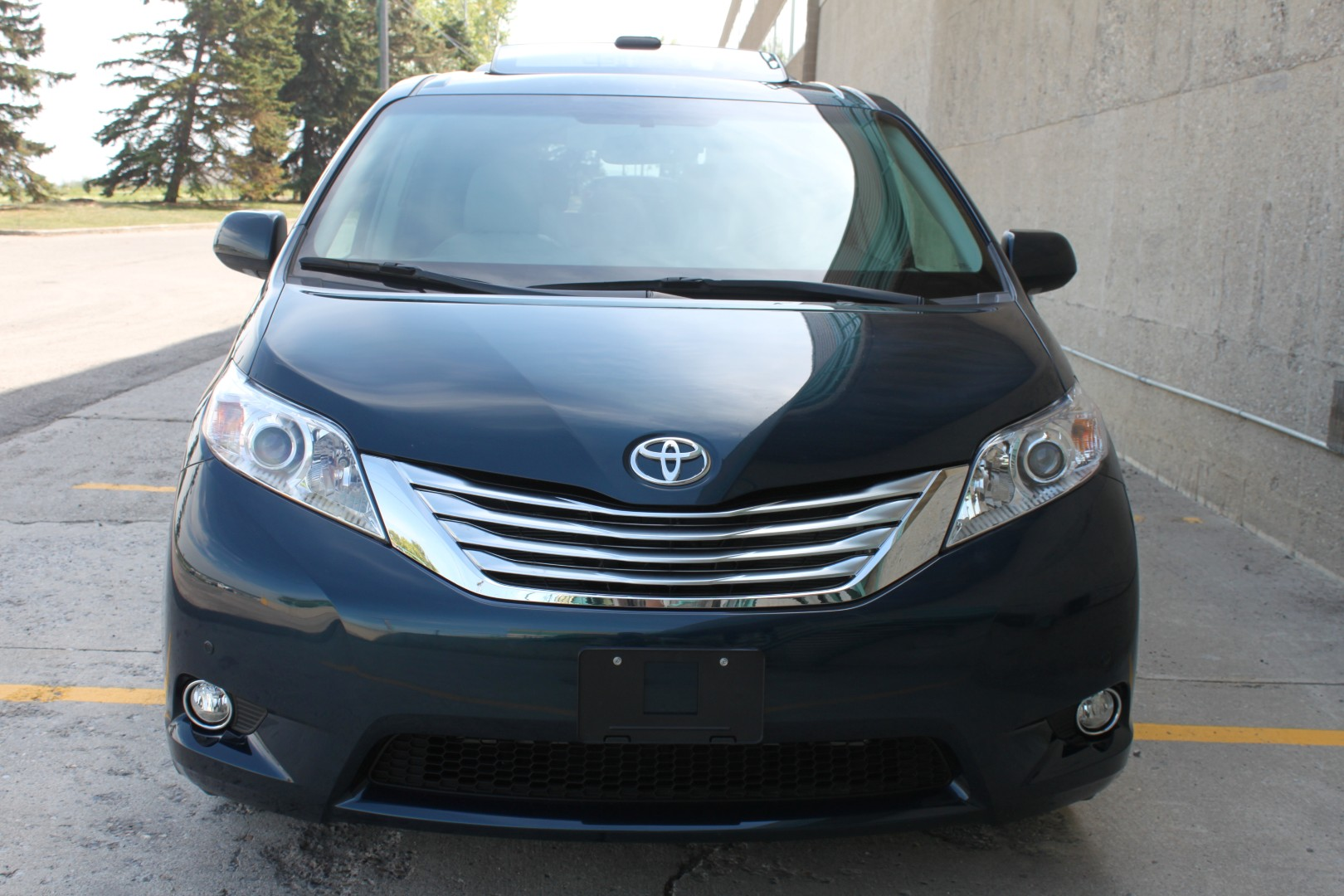 2011 toyota sienna xle limited awd envision auto. Black Bedroom Furniture Sets. Home Design Ideas